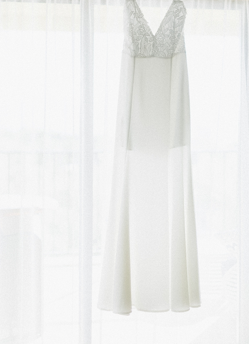 simple chic white stunning wedding dres