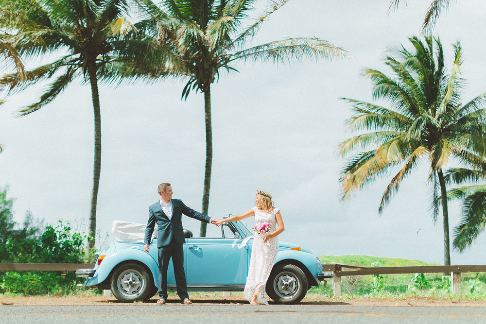 Mauid wedding photographer cute vintage blue beettle