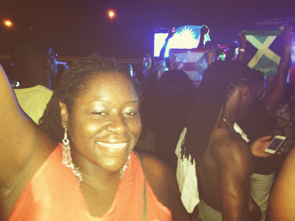 Enjoying RAVE!  (Check de ting pon de right.  Lawd geez!)