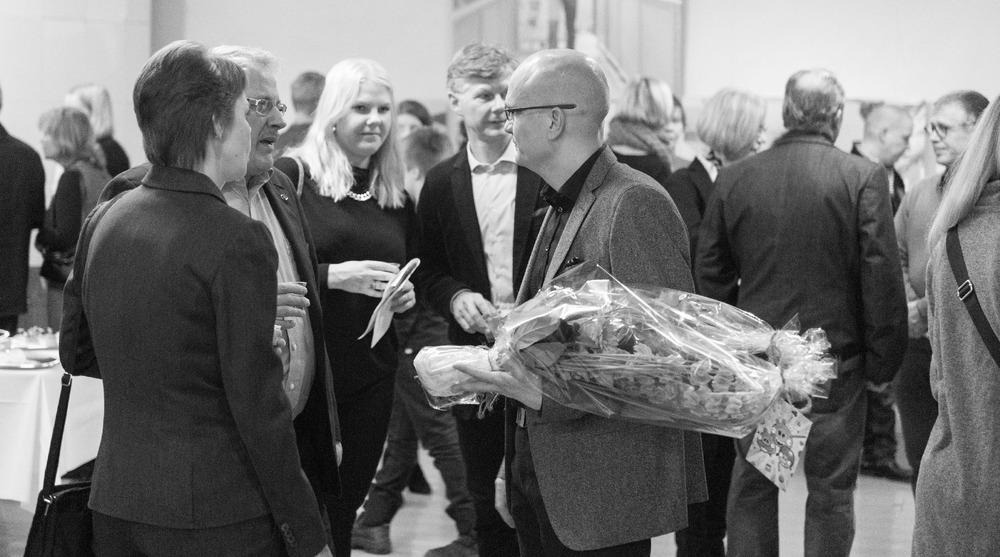 """""""IMPROVISAATIOITA ALUMIINILLA-ELÄVÄNÄ NYKISSÄ"""" valokuvanäyttely"""