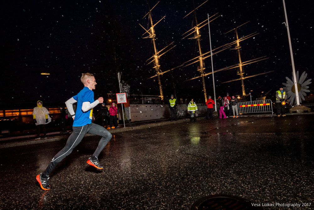 005_Aurajoen_Yojuoksu-2017_MIDRACE_photo_VESA_LOIKAS_PHOTOGRAPHY.jpg