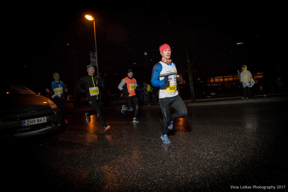 016_Aurajoen_Yojuoksu-2017_MIDRACE_photo_VESA_LOIKAS_PHOTOGRAPHY.jpg