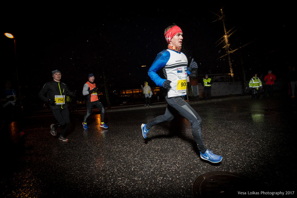 017_Aurajoen_Yojuoksu-2017_MIDRACE_photo_VESA_LOIKAS_PHOTOGRAPHY.jpg