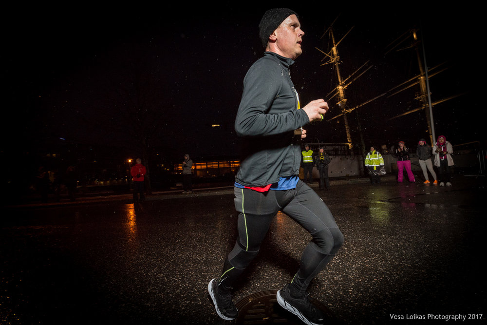 032_Aurajoen_Yojuoksu-2017_MIDRACE_photo_VESA_LOIKAS_PHOTOGRAPHY.jpg