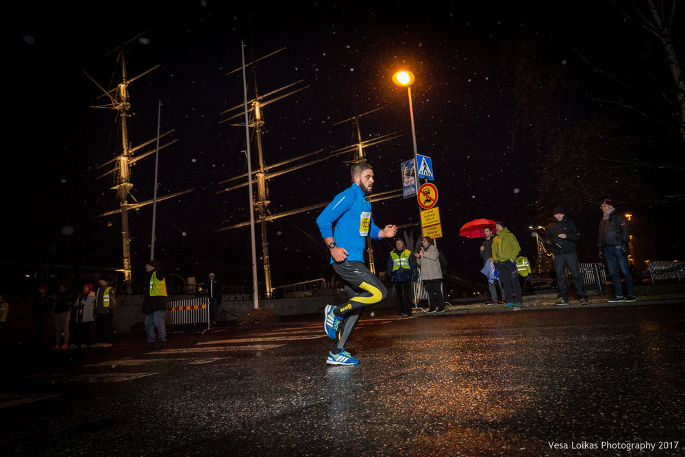 042_Aurajoen_Yojuoksu-2017_MIDRACE_photo_VESA_LOIKAS_PHOTOGRAPHY.jpg