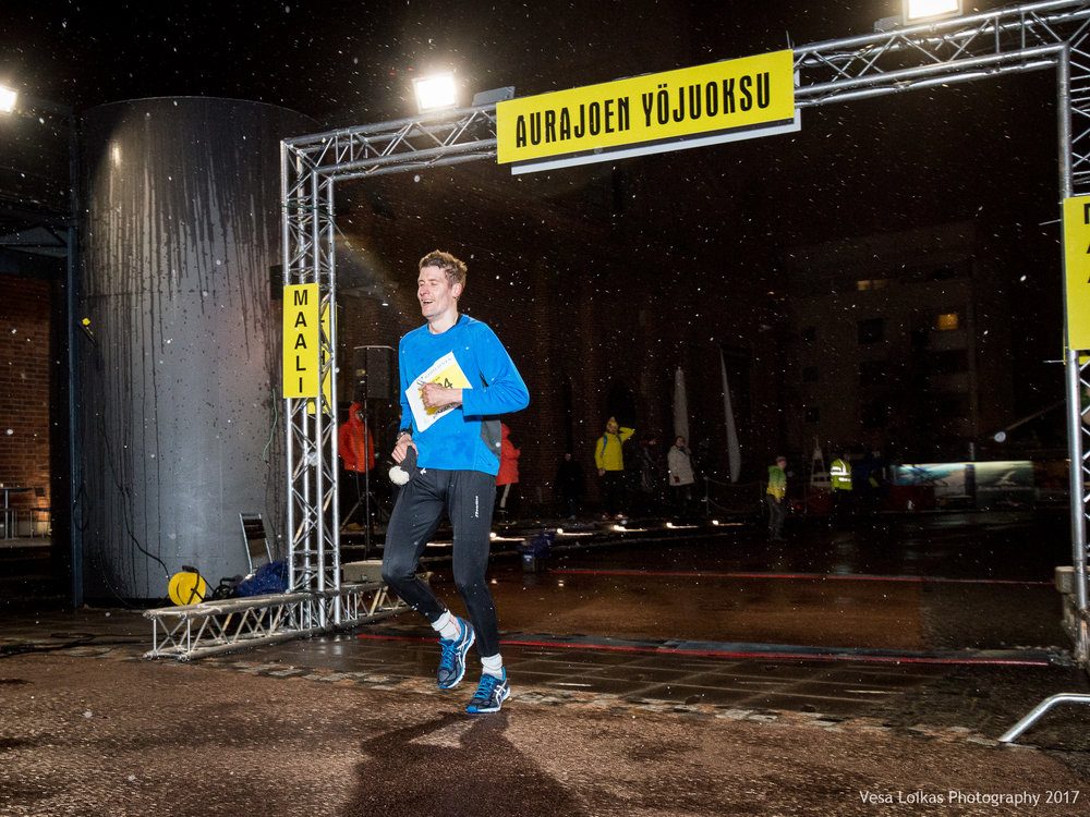 011_Aurajoen_Yojuoksu-2017_FINISH_photo_VESA_LOIKAS_PHOTOGRAPHY.jpg