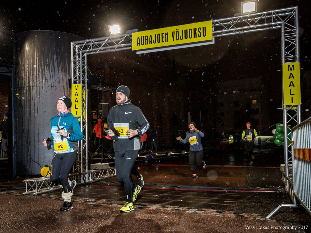 016_Aurajoen_Yojuoksu-2017_FINISH_photo_VESA_LOIKAS_PHOTOGRAPHY.jpg