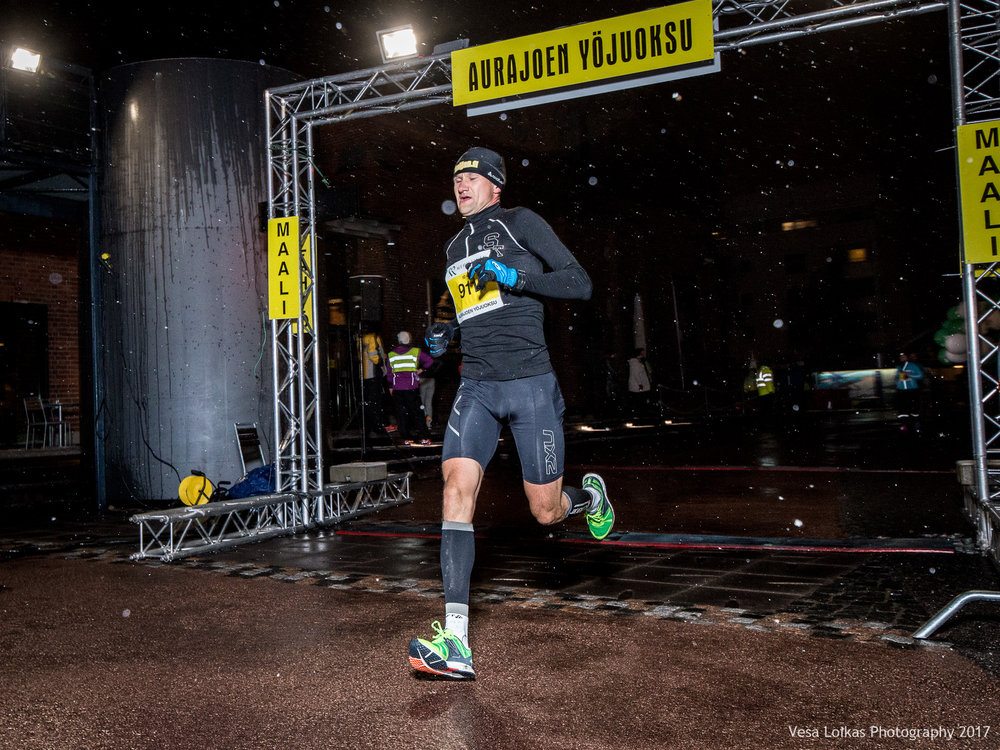 021_Aurajoen_Yojuoksu-2017_FINISH_photo_VESA_LOIKAS_PHOTOGRAPHY.jpg