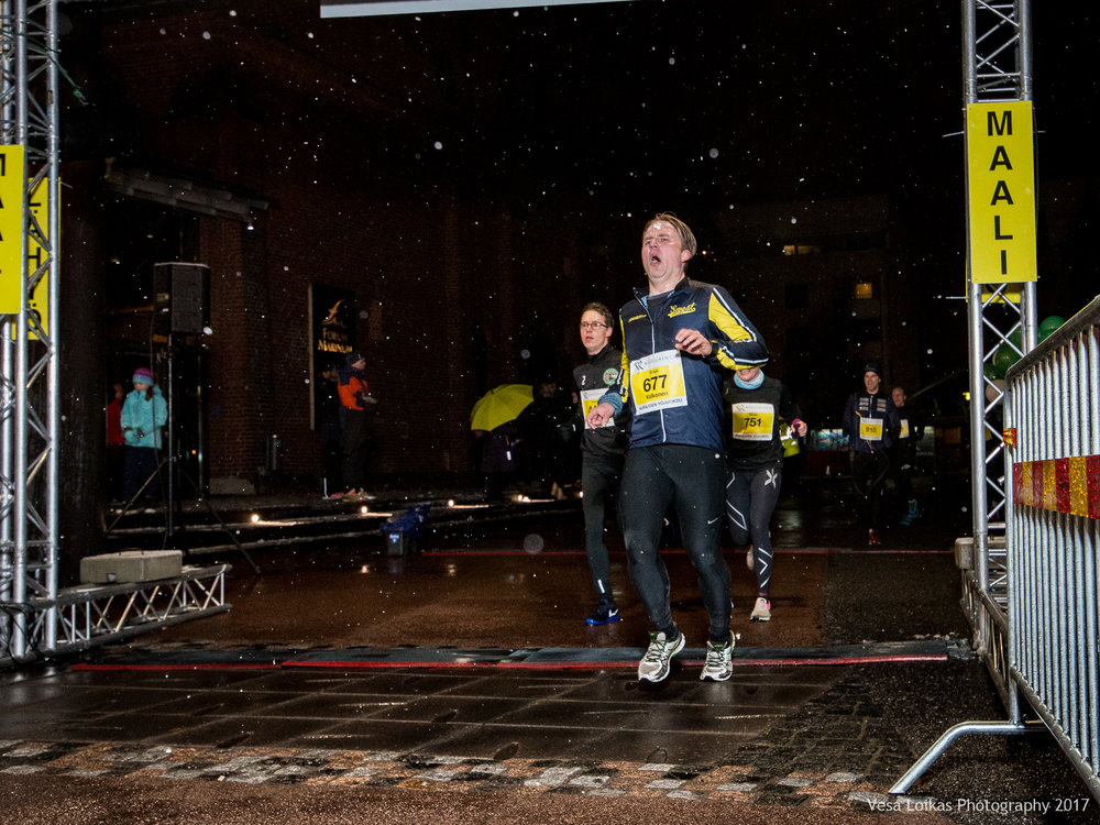 069_Aurajoen_Yojuoksu-2017_FINISH_photo_VESA_LOIKAS_PHOTOGRAPHY.jpg