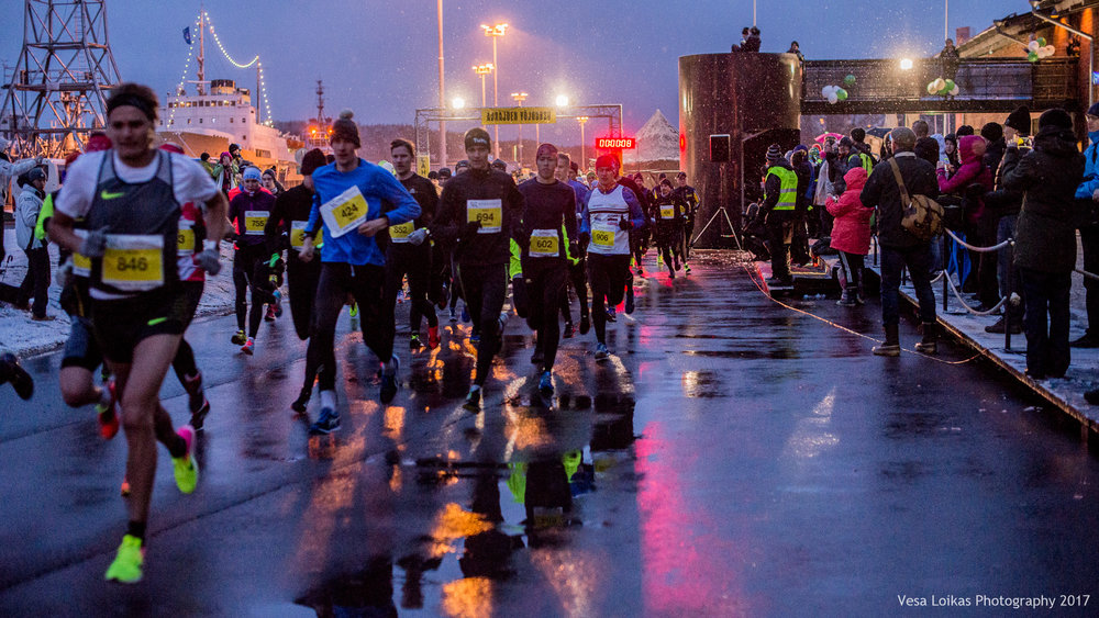 700 juoksijaa matkalla | 700 runners on their way