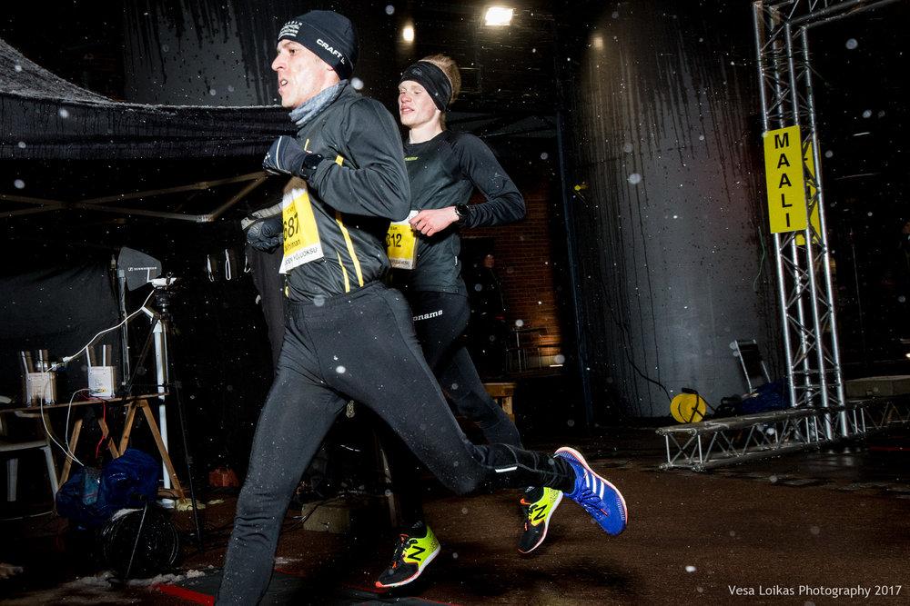Miesten 10 km loppukirikamppailu Niklas Wihlman ja Eero Saleva | Men 10k sprint finish Niklas Wihlman & Eero Saleva