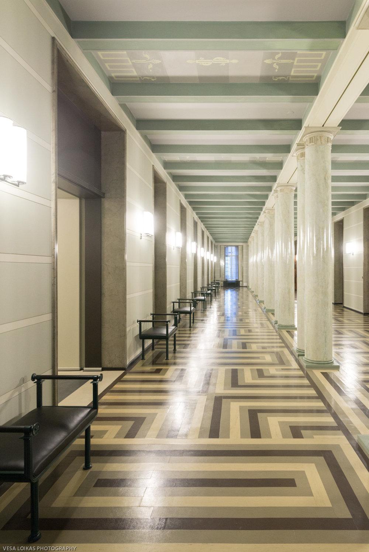 The Speaker's Corridor - Puhemiehen käytävä