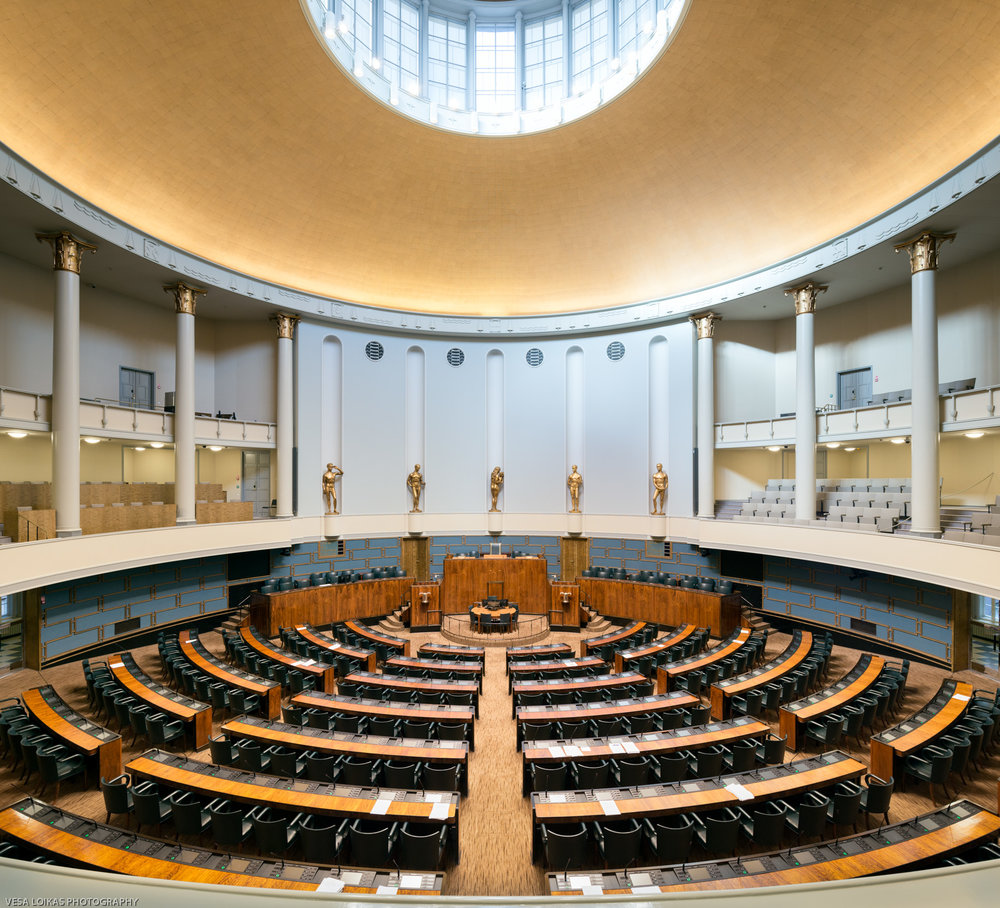 The plenary chamber | View from the gallery - The Parliament House, Helsinki, Finland | September 2017 Täysistuntosalin näkymä parvelta - Eduskuntatalo | Syyskuu 2017