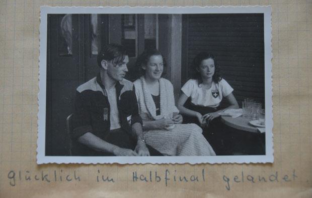 Schöne Erinnerungen: Liselotte Kennel (Mitte) nach der QualimitMegge Lehmann und Doris Gontersweiler.
