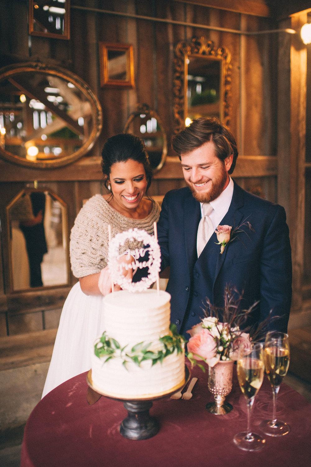 Micaha & Austin // Cozy Autumn Wedding at Springhouse Gardens // Lexington, Kentucky // Wedding Photography // Reception // Cake