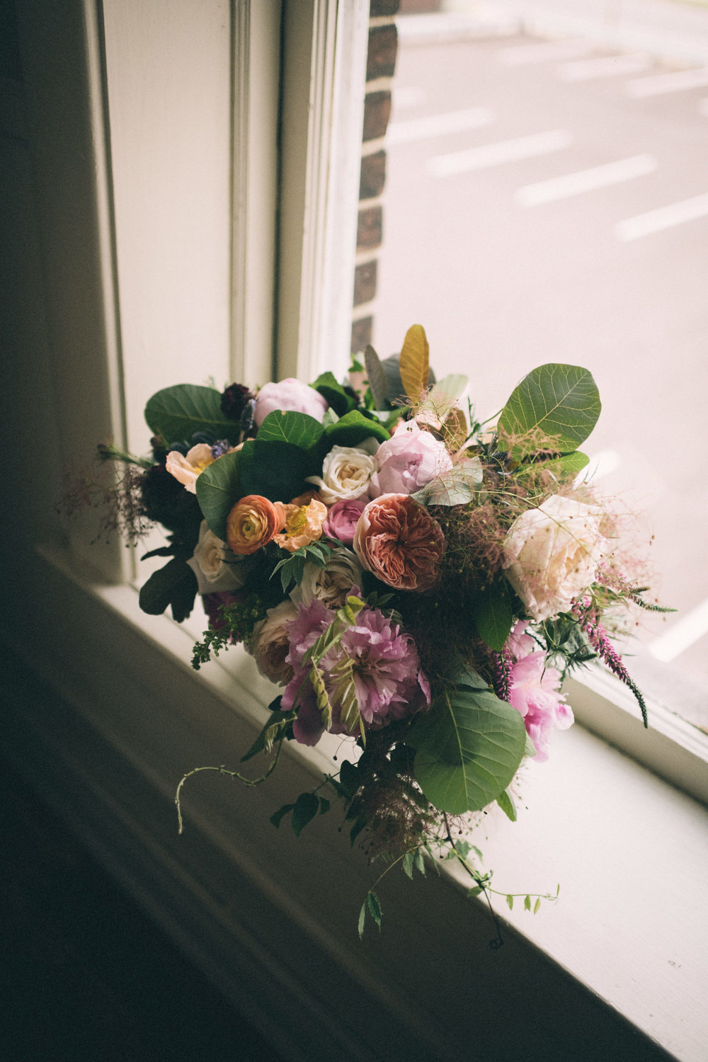 lauren-dean-wedding-grand-lodge-kentucky-sarah-katherine-davis-photography-flowers