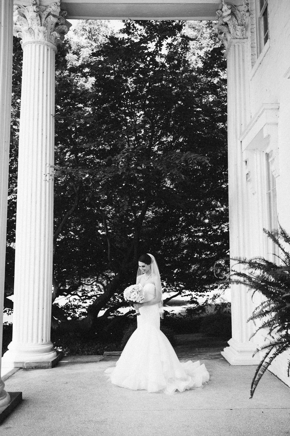 Louisville-Kentucky-Wedding-Elopement-Photographer-Sarah-Katherine-Davis-Photography-Whitehall-Classic-Timeless-Garden-Wedding-230.jpg