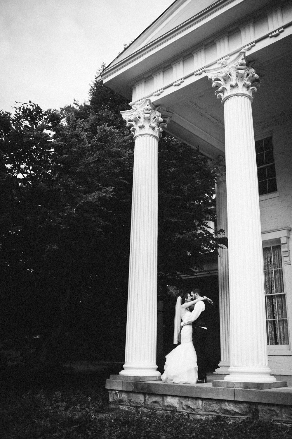 Louisville-Kentucky-Wedding-Elopement-Photographer-Sarah-Katherine-Davis-Photography-Whitehall-Classic-Timeless-Garden-Wedding-573.jpg