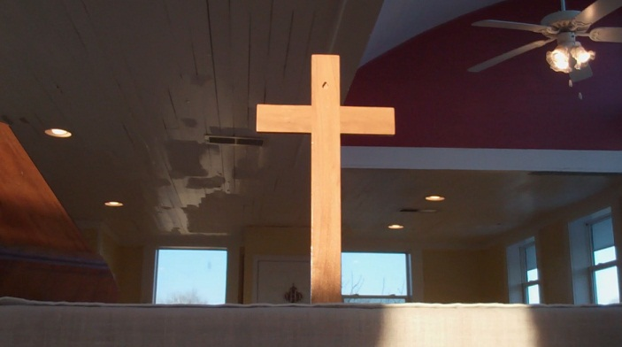 Cross_on_the_Altar_04.jpg