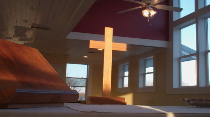 Cross_on_Altar_01.jpg