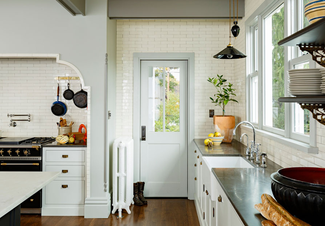 Victorian style kitchen by Jessica Helgerson Interior Design