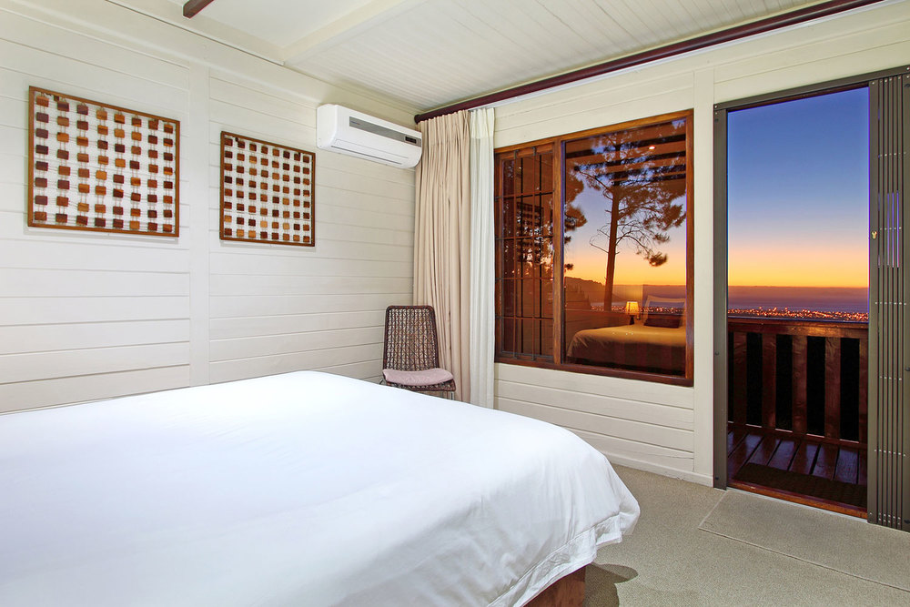 The suite – Bedroom with view over false bay