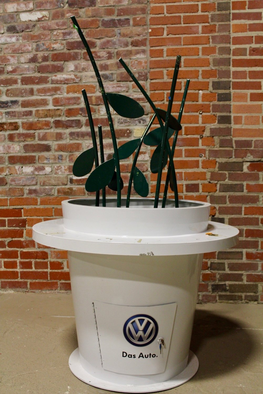 "Das Auto ""metal"" plant display"