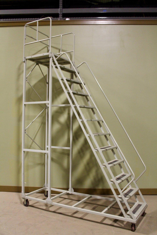 Metal rolling 12-step ladder