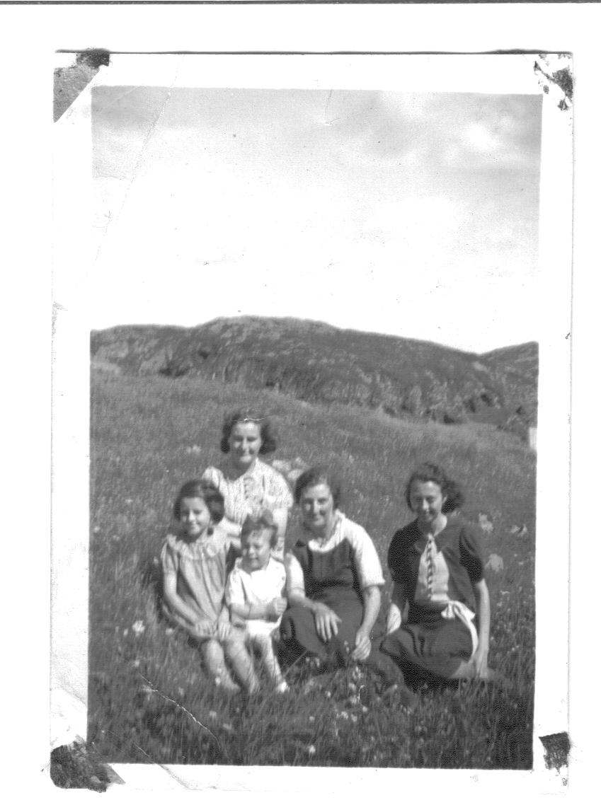 Newfoundland - Eva Sulley, Zilda Sulley, Max Gordon, Fannie Gordon, Murtle.jpg