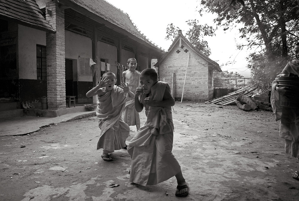 boxing boy monks 4391.jpg