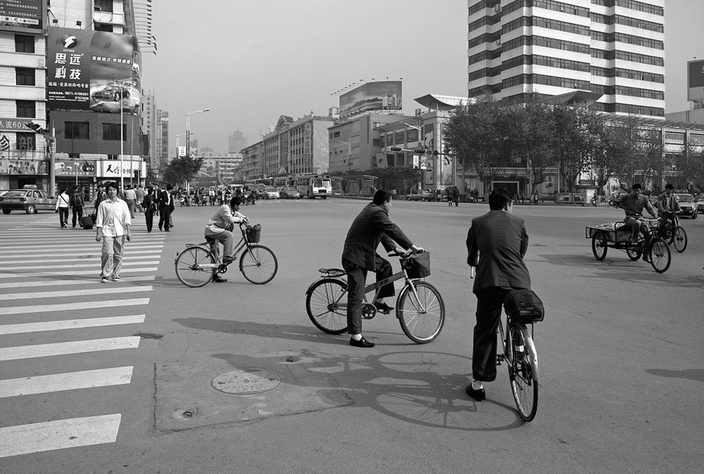 bikes at intersection 5349.jpg