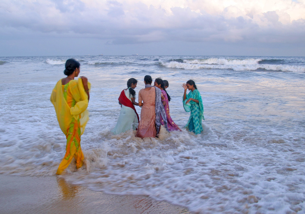 saris in surf 5400.jpg