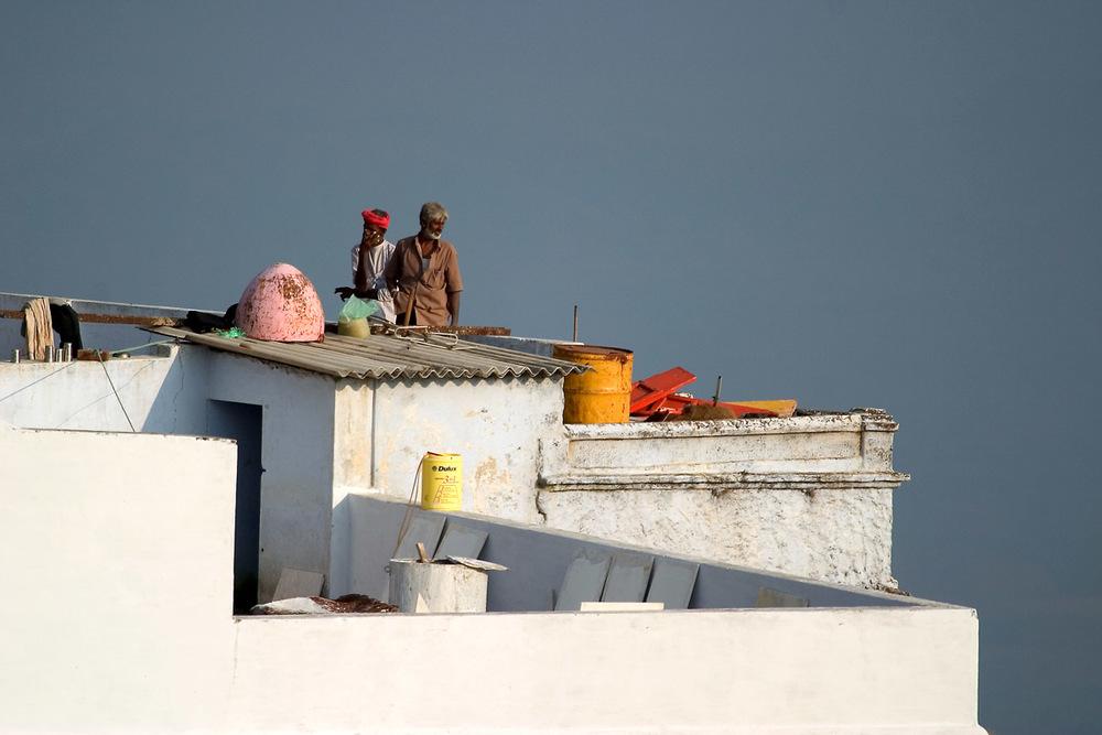 roof workers gurushikar1080.jpg