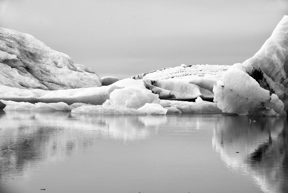 jokulsarlon ice slots bw 3934.jpg