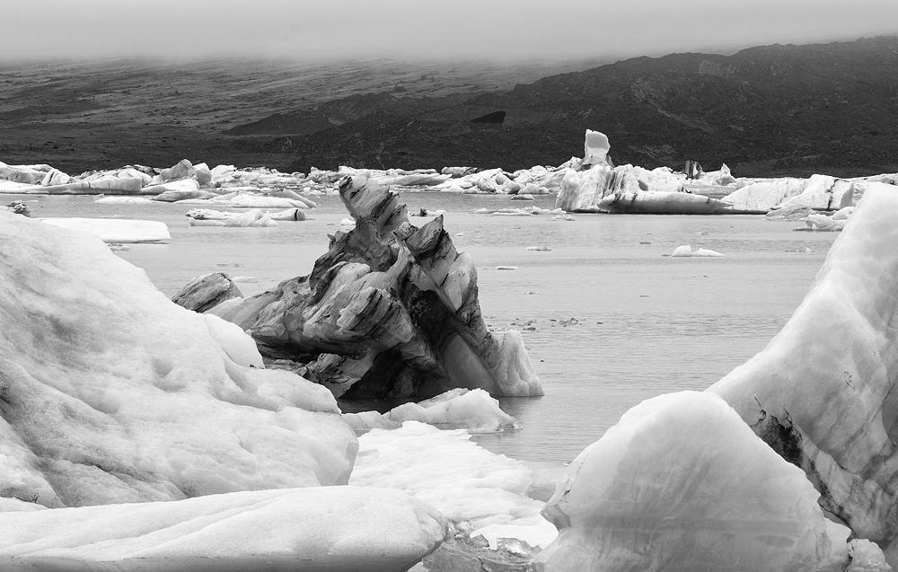 jokulsarlon icebergs bw 3698.jpg