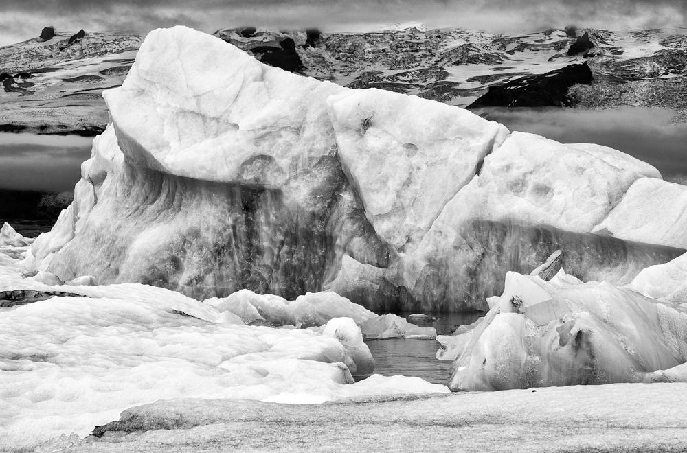 jokulsarlon marble hills bw 4070.jpg