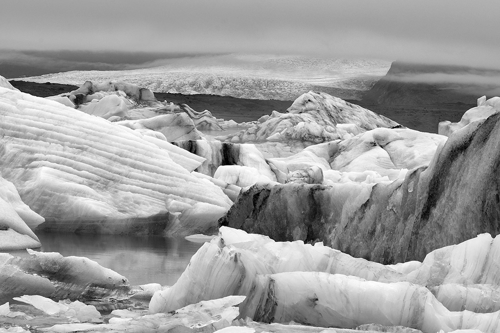 jokulsarlon icebergs bw 3690.jpg