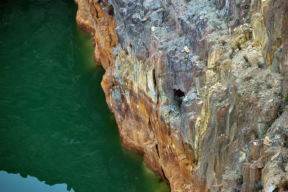 cliff face queenstown 0227.jpg