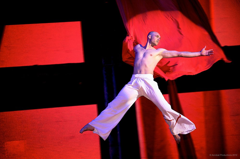 flying-aerial-silks-performer-christian-hunt