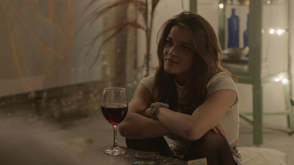Zenna Aviden as Lori