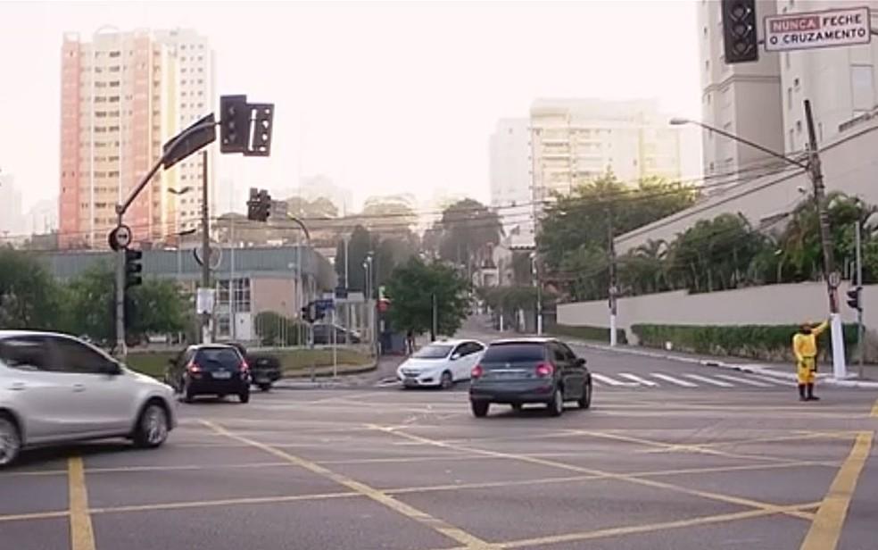Semáforos quebrados em avenida de São Paulo (Foto: Reprodução/TV Globo)