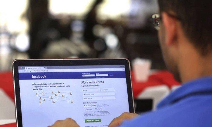 Empresas do setor começam a pensar em limites à tecnologia - Eraldo Peres / AP