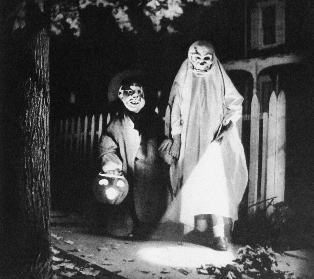rogerwilkerson :     Trick or Treating - detail from 1955 Olin battery ad.
