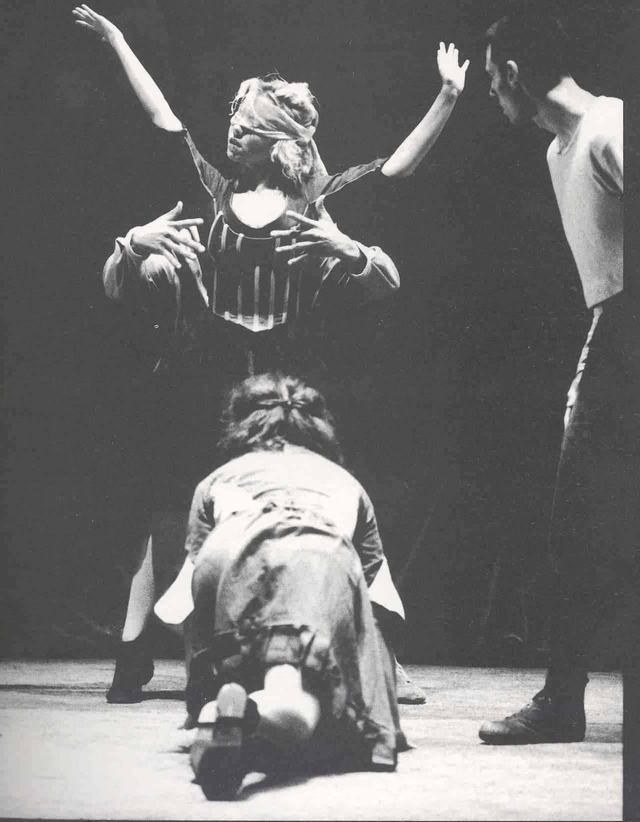hauntologics :     Danat Dansa