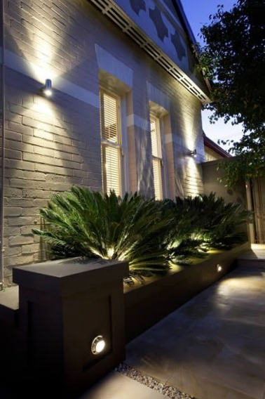 b2a3f79e68381af924fdb94f1dbcba26--garden-wall-lights-garden-lighting-ideas.jpg