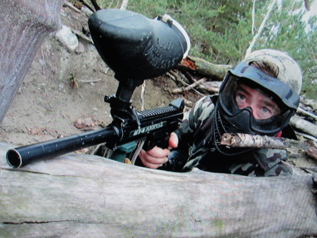 Outdoor paintball player