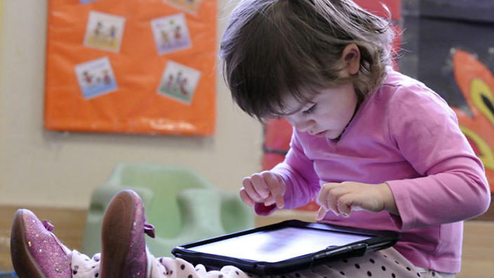 2269_child-with-ipad-121025-l-aap.jpg
