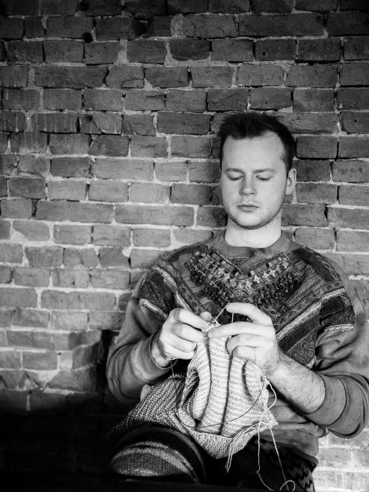 stephen loves to knit.jpg
