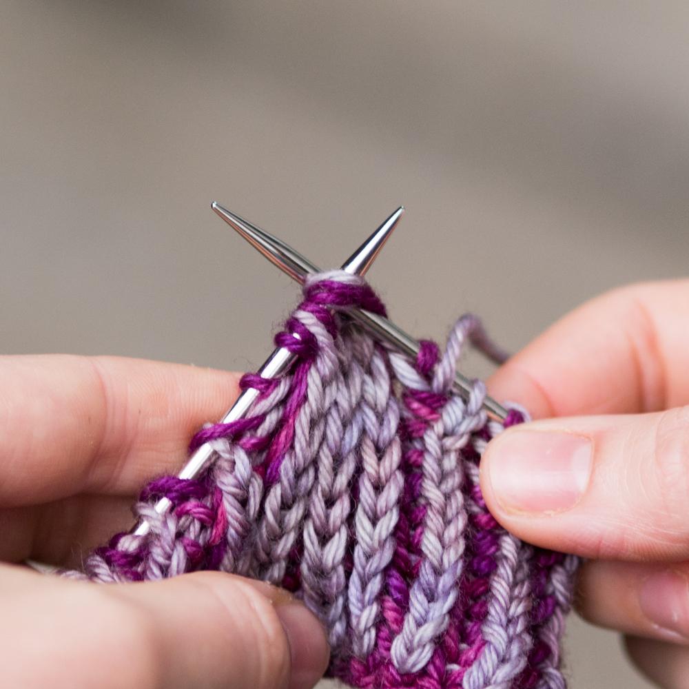 Промах в ближайшие 2 стежка вместе knitwise в том числе их пряжи кадром.