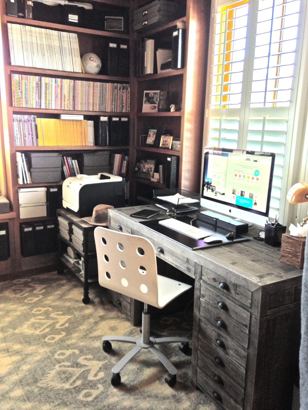 Home Offices   Whether your office is at home or not, the functionality of your workspace is a key component for the success of your business.  Allowing me to create order and a good workflow to your office space, gives you the opportunity to simply focus on your work.